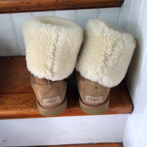 ee37b93cedd Uggs - well worn girls size 5